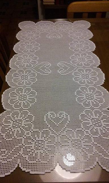 Crochet filet triptych with daisy flowers author Facebook Fan Elisabetta Spendolini