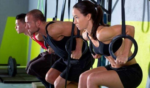 Treino de CrossFit combina ginástica, atletismo e força