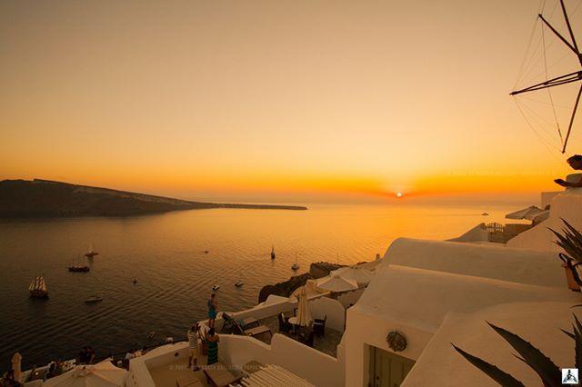 the most beautiful sunset in the world is seen from Santorini  #exquisite_greece #team_greece #wu_greece #ae_greece #igers_greece #gf_greece #ig_greece #super_greece #travel_greece #loves_greece #loves_greece_ #kings_greece #roundphot0 #greecelover_gr #greecetravelgr1_ #wonderfulgreece #great_captures_greece #greek_panorama #travel_drops #santorini #global_stars #pointgreek #perfect_greece #reasonstovisitgreece #thegreeceguide #yegreece2016 #heavenly_shotz #life_greece #loves_boats…