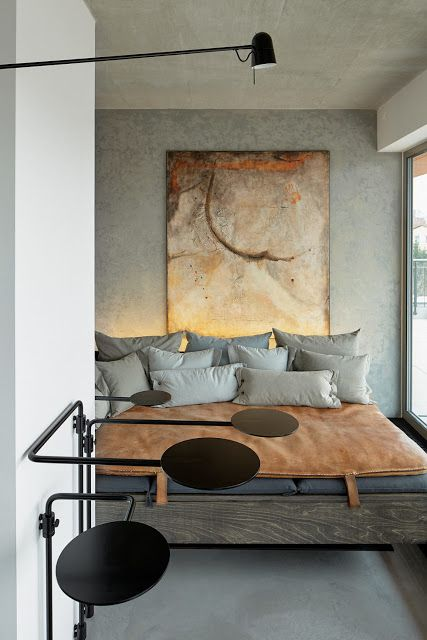 Γγρ│ Gris et cuivre, des couleurs qui vont si bien ensemble, l'une renforce l'autre. Cette chambre est d'une harmonie parfaite toute en camaïeux de gris et d'or..