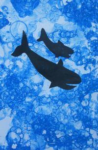 bulle de  savon et collage de silhouette https://www.google.com/search?q=arts visuels maternelle la mer