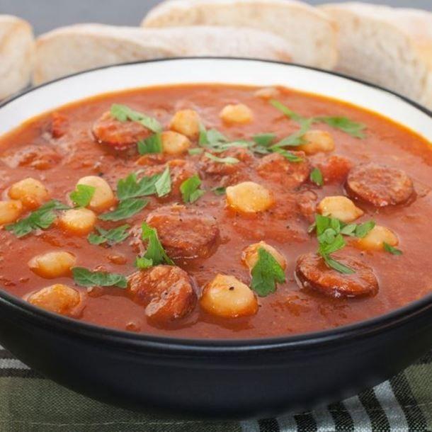 Soupe espagnole au chorizo, tomates et pois chiches