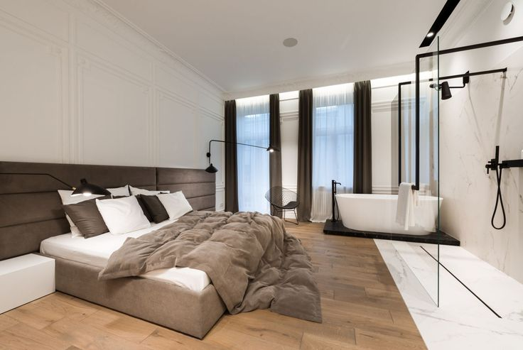 mieszkanie wzabytkowej kamienicy - sypialnia z łazienką