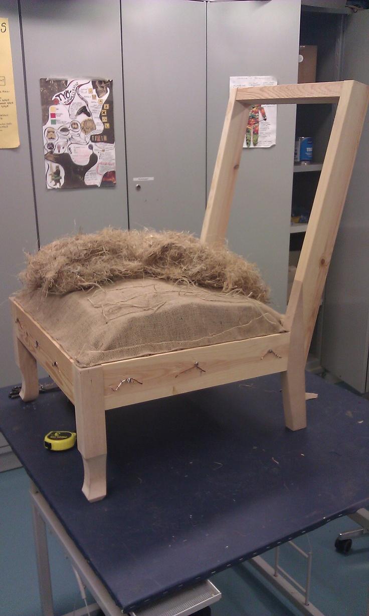 Projekti 2: Istuimen pehmustusvaihe. Pehmustusmateriaalina tässä on käytetty…