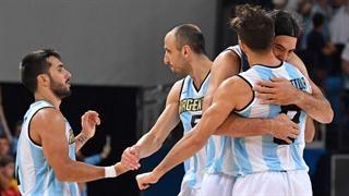 Río 2016-básquet. Lo mejor del triunfo de la selección argentina: mirá el rebote con el que Luis Scola cerró el partido, el triplazo de Manu y la faceta de Ginóbili entrenador