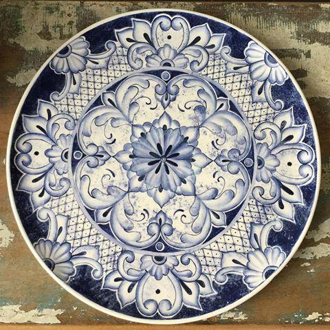 Prato estilo borrão português! Amei pintar este prato! Para informações sobre valores mandem direct! ☺️ #ceramica #ceramic #ceramics #cerâmica #art #arte #artist #artista #pintura #pinturaamao #handemade #decoracao #decoration #decoração