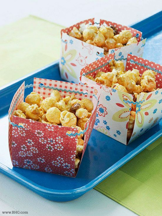 easy_treat_baskets_BHG: Crafts Ideas, Snacks Baskets, Diy Snacks, Treats Baskets, Treats Boxes, Easy Treats, Scrapbook Paper, Parties Ideas, Paper Crafts