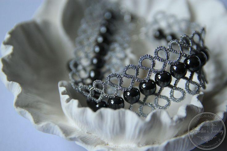 """""""Afrodyta"""" bransoletka frywolitkowa - nić metalizowana i hematyty /  Tatted bracelet """"Afrodyta"""" made with mettalic thread and hematite beads"""