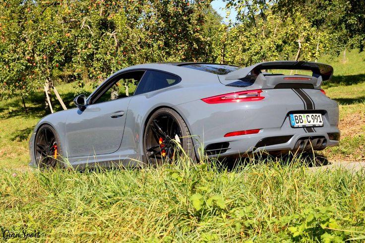 Idealny kompan na letnie wypady za miasto?   Porsche 911(991.2) wydaje się odpowiednim towarzyszem szczególnie wyposażone w kompletny pakiet stylistyczny oraz zestaw felg TechArt!  Jeżeli chciałbyś wyróżnić swoje Porsche 911 - to zdecydowanie najlepszy sposób   Oficjalny Dealer TECHART GranSport - Luxury Tuning & Concierge http://gransport.pl/index.php/techart.html