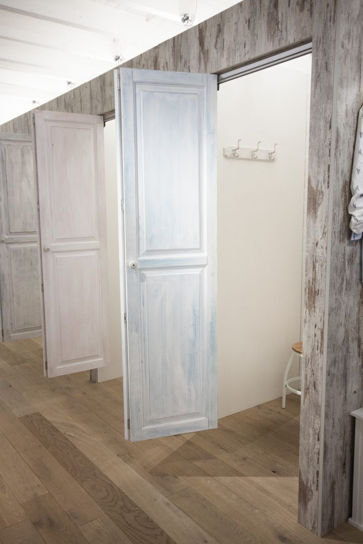 Details of the custommade fitting rooms