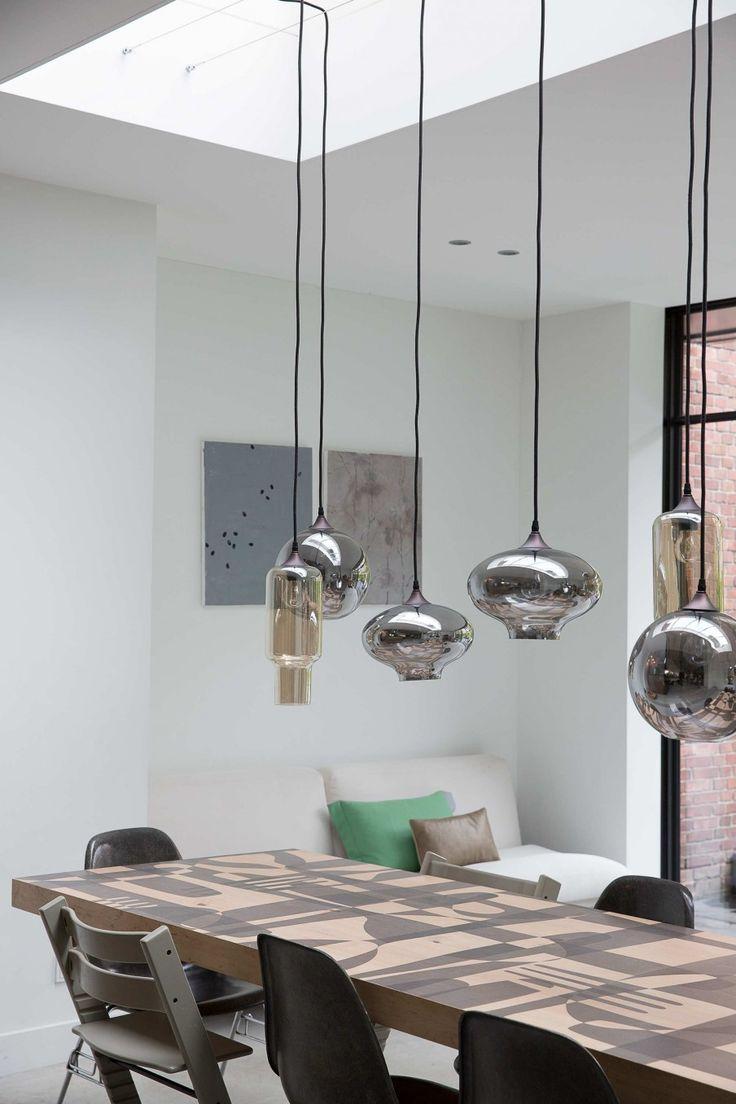 8-eettafel-hanglampen