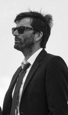 David Tennant in Broadchurch... with sunglasses ♡