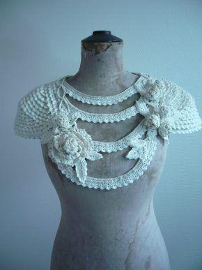 capeline sautoir et guirlande de fleur en laine crochetée severineledore