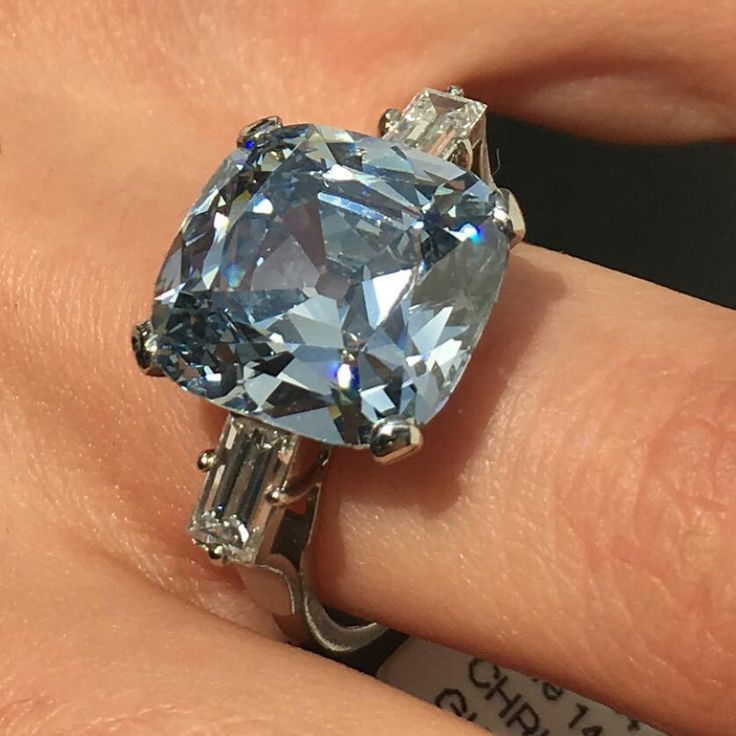 @christiesjewels This 7.97ct Fancy Intense Blue Diamond sold for $12.7 million. Quite a Christmas present!
