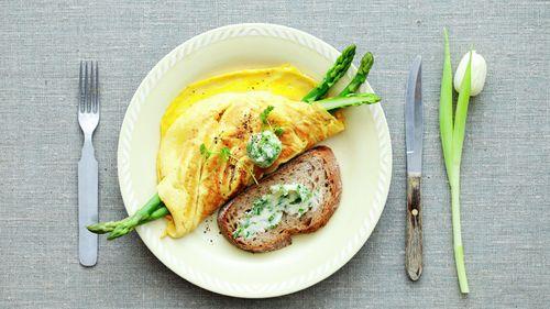 Omelett med sennep og asparges - Påskemat - MatPrat