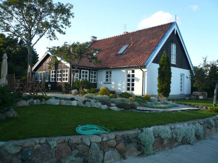 €55 Die familiengeführte Pension Vila Preiloja empfängt Sie in ruhiger Lage im Dorf Preila direkt am Ufer des malerischen Kurischen Haffs.