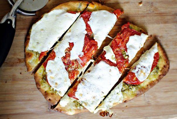 Мини-пицца с соусом песто