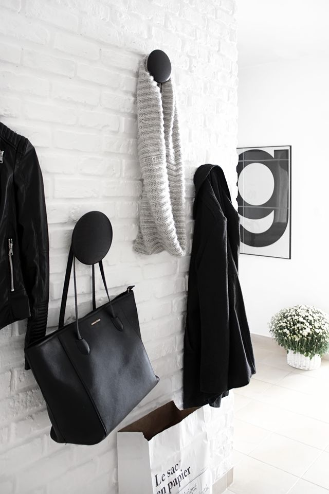 Via MyWhiteObsession.com | Black White | Hallway | Playtype