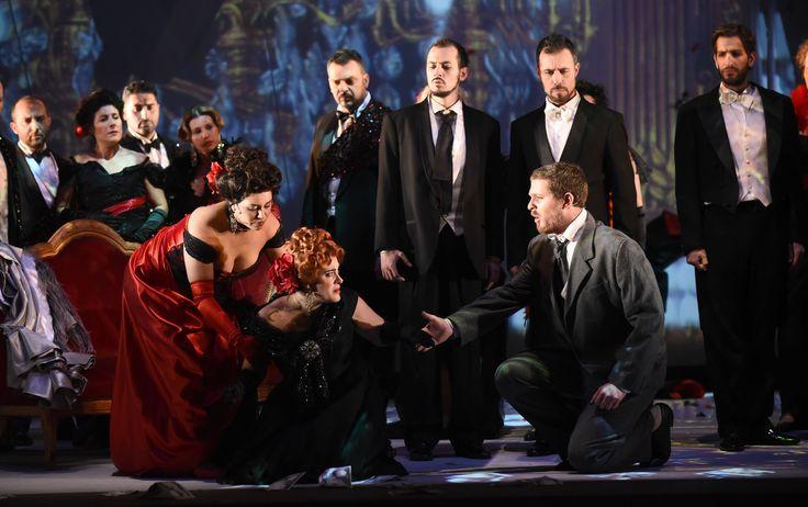 In primo piano: Jennifer Ramírez Díaz (Flora), Anna Corvino (Violetta), Michele Patti (Giorgio Germont), Atto II - foto Roberto Ricci (29/10/2014)