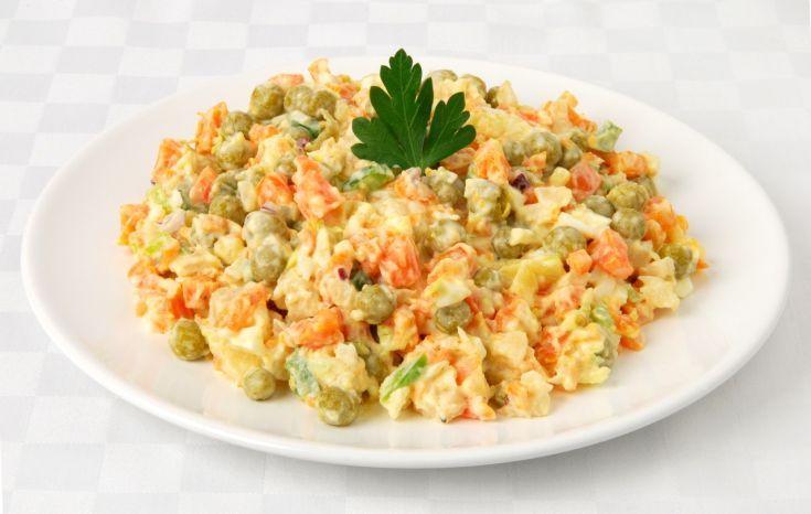 Letný zeleninový šalát s majonézou
