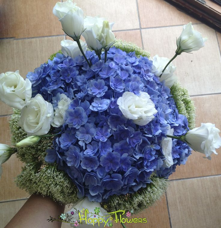 Buchet mireasa Hortensie,lisiandru,frunze decorative  Pret: 250 RON
