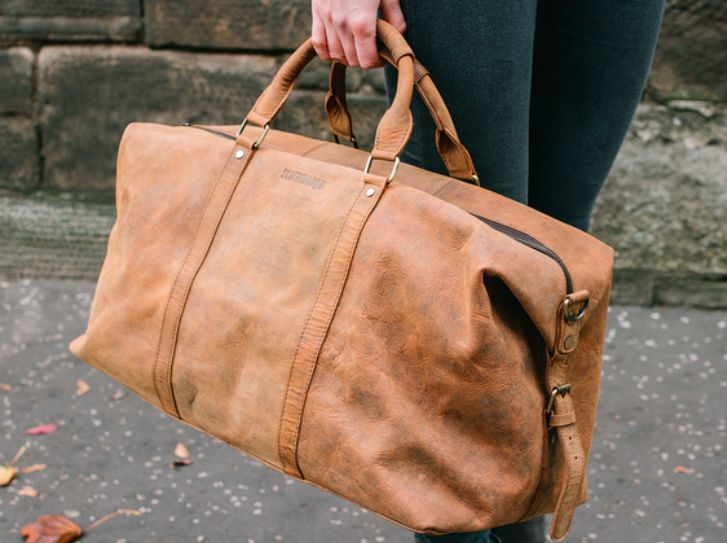 Use our new spacious and stylish leather duffle bag for your next weekend away, or take this gorgeous leather bag on a long haul journey. #dufflebag #leatherbag #giftsforwomen