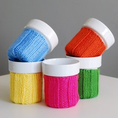 Sweater cozy mug--this website has a lot of cool things!: Sweaters Cozy, Handknit Sweaters, Java Jumpers, Hands Warm, Ceramics Cups Handknit, Ceramic Cups, Cozy Mugthi, Crochet Knits, Mugs