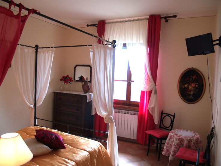 accomodation in tuscany in double room with rivate toilet at a ceap price: Wine Resort La Loccaia