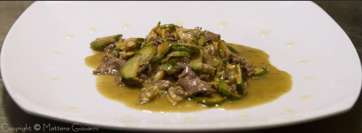 Linguette di manzo in salsa di vongole e zucchine - foto food
