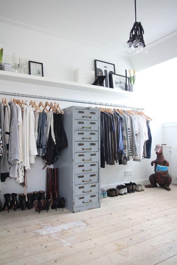 Seguro que después de ver estas imágenes te vas a animar, ¿ponemos un vestidor sin puertas?