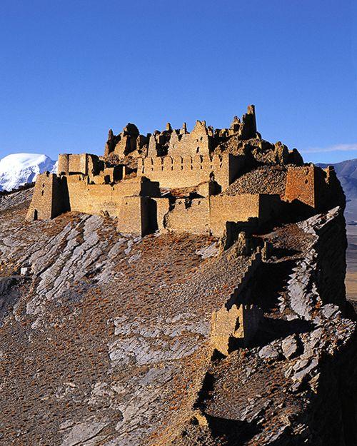 Gamba Castle, Tibet - www.castlesandmanorhouses.com