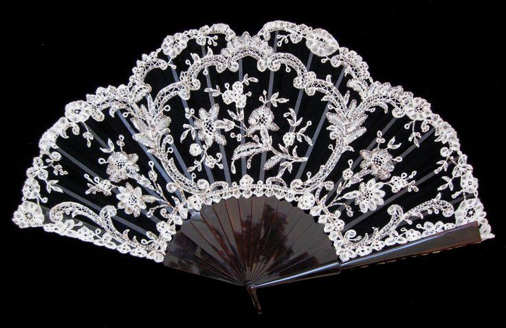 Fans Fans · art nouveau · Black and White Lace Fontage Fan - MadAboutFans