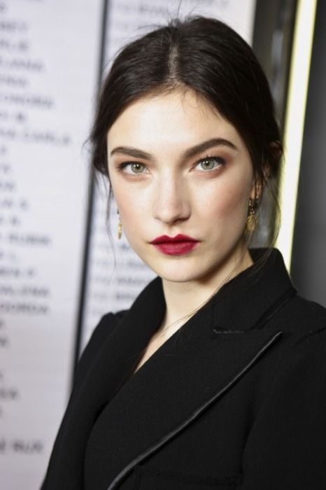 Jacquelyn Jablonski - great look for the winter and the fall