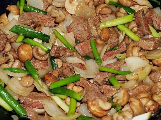 Chau Ngau Yuk: Rundvlees Met Paddenstoelen En Uien recept   Smulweb.nl