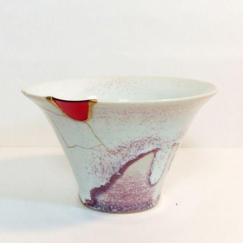 「リッタイとウツワ」 Tomomi Kamoshita 紫窯変の鉢に深紅グラスの呼び継ぎ