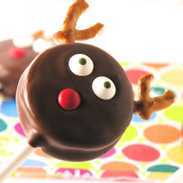 These chocolate covered Oreos are so full of holiday cheer! Wrap them in little cello bags for a quick and fun Holiday gift! I confess. I am addicted to making Oreo pops. I can't stop. They are...