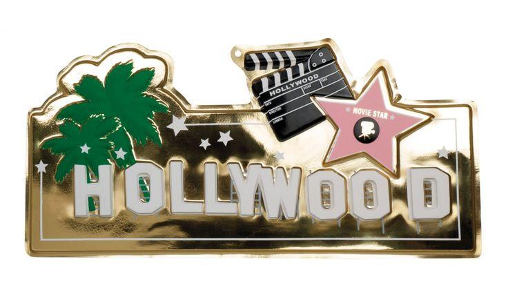 Hollywood muur decoratie 28 x 60 cm. PVC muur decroatie plaat met Hollywood thema. De Hollywood decoratie is ongeveer 28 x 60 cm groot en heeft een metallic look.