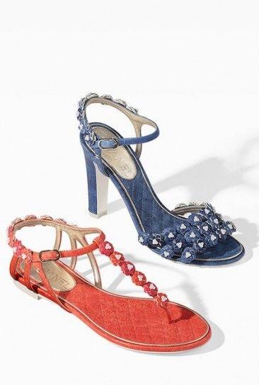 Sandali e infradito ChanelDalla collezione di scarpe Chanel primavera estate 2015, sandali in denim e infradi