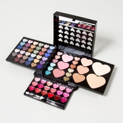Heart Makeup Kit!!!  <3 this a LOT!!!!!!!!!