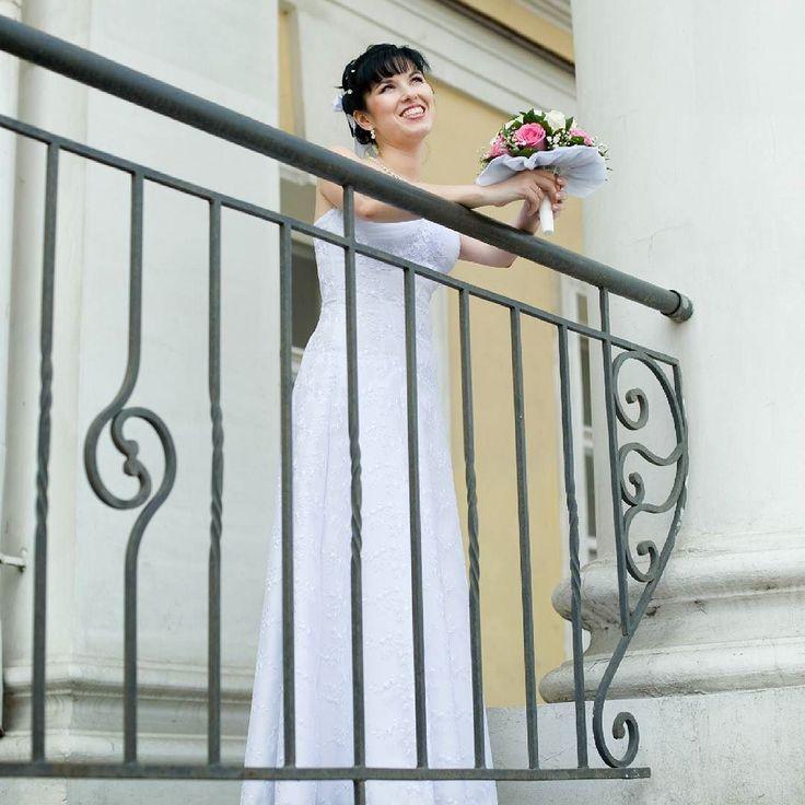 Давно я хотел написать небольшой пост про свадебную фотосъемку. ) Я не буду говорить о том какой замечательный день - свадьба и как важно найти  фотографа который красиво снимает.  Это пишет в своей группе каждый фотограф ) речь сейчас о другом. О том как можно избежать лишней суеты в день свадьбы и сделать отличную фотосъемку. Например часто сталкиваюсь с ситуацией:  девушка говорит что для нее очень важно чтобы были фотографии утренних сборов. Но в день свадьбы часто начинается такая суета…