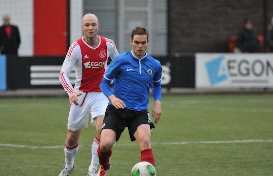 Danny Schenkel van Ajax (amateurs) in duel met Pepijn Kluin van AFC, tijdens het districtsbekerduel gespeeld op 01-03-2014.