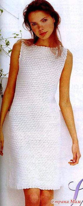 Лаконично и стильно смотрится это маленькое платье связанное плотным красивым узором. А это воплощение японской мастерицы в другом цвете. Платье связано из шелковых ниток 580 гр(12 мотков).