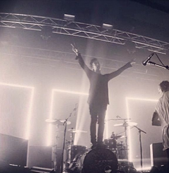 Would love to see the 1975 live :*