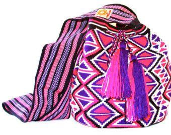 Large Wayuu Mochila-bag 1 strand handwoven in Colombia by the women of the wayuu tribe. www.nativostyle.com