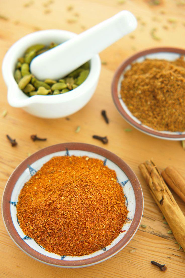 Spice up your life! Lag egne krydderblandinger i helga! Det er enklere enn du tror, og smaker fantastisk godt. Få oppskrift på Indisk garam masala, Etiopisk berbere, og Marokkansk Rasl el Hanout. Bytt også ut ferdigposen med egenlaget Tacokrydder! http://www.gastrogal.no/krydderblandinger/  #Berbere, #GaramMasala, #Krydder, #Krydderblanding, #RasElHanout, #Tacomix, #Tilbehør, #Vegetarisk