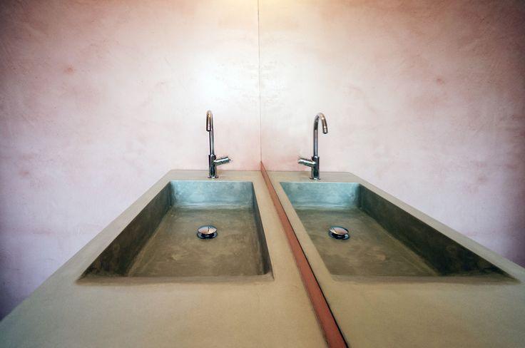 betonové umyvadlo s odkladní plochou I betone I design I tenkostěnný beton I concrete sink