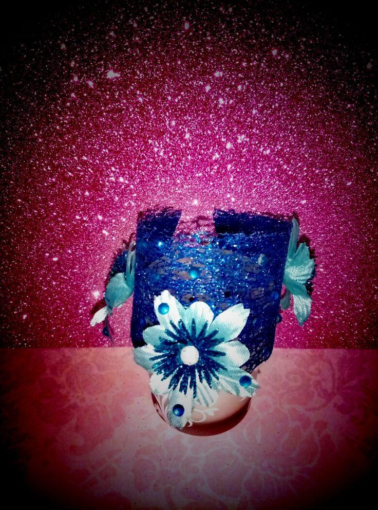 Per tutte le donne che si sentono un po' principesse, bracciale in rete glitter blu cina con swarovski in pendant e applicazioni fiorite azzurro baby 💙💙💙