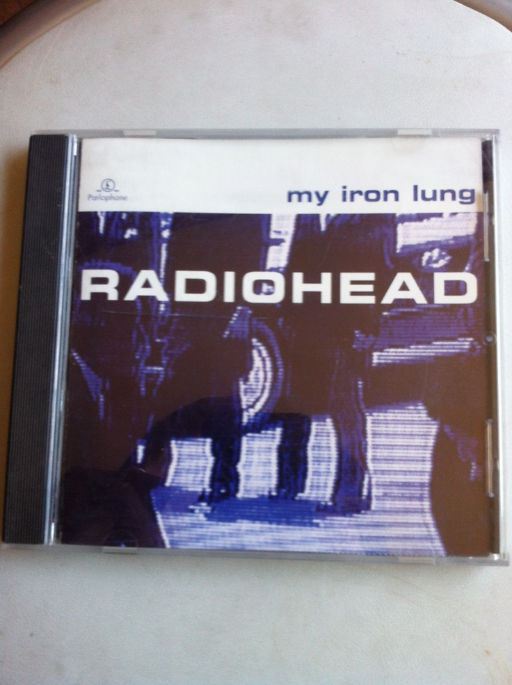 Tercer EP de Radiohead que fue editado antes de su segundo disco The Bends. Lleva el título de la canción My Iron Lung que aparecerá en el disco el año 1995. Lo encontré el año 2003 en una tienda del Eurocenter. Le tengo un cariño especial porque aparecen lados-b donde la banda experimentó nuevos aires musicales tras Pablo Honey.