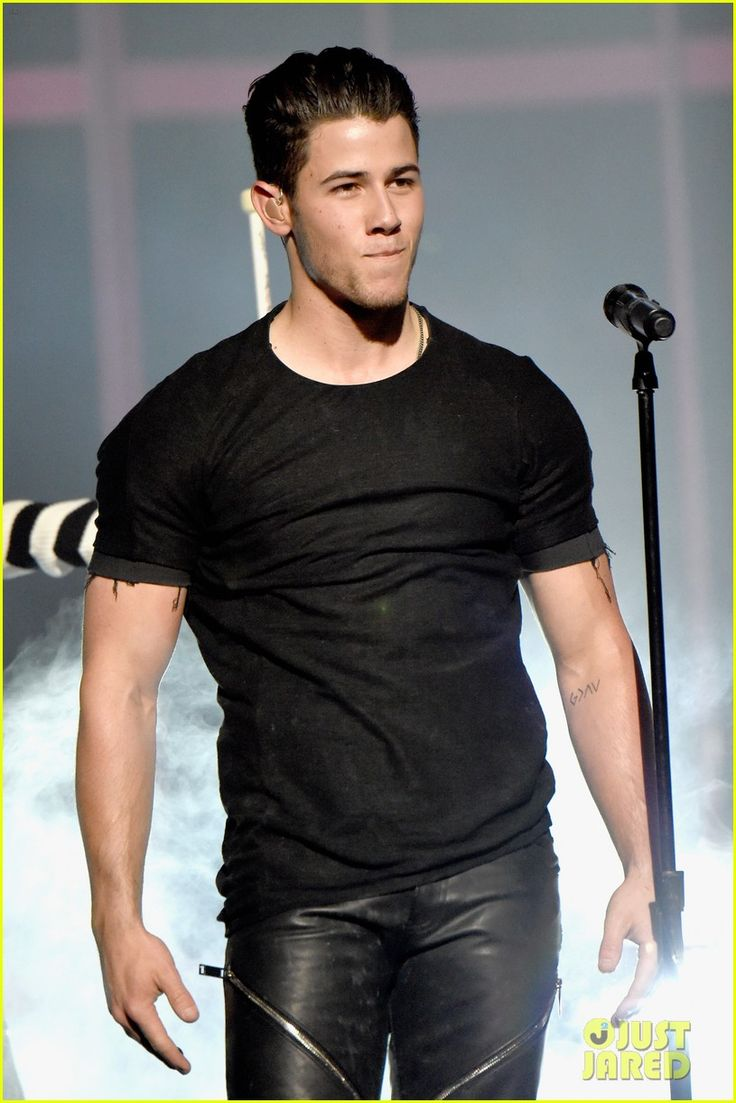 nick jonas chains iheartradio music awards 2015 video 13