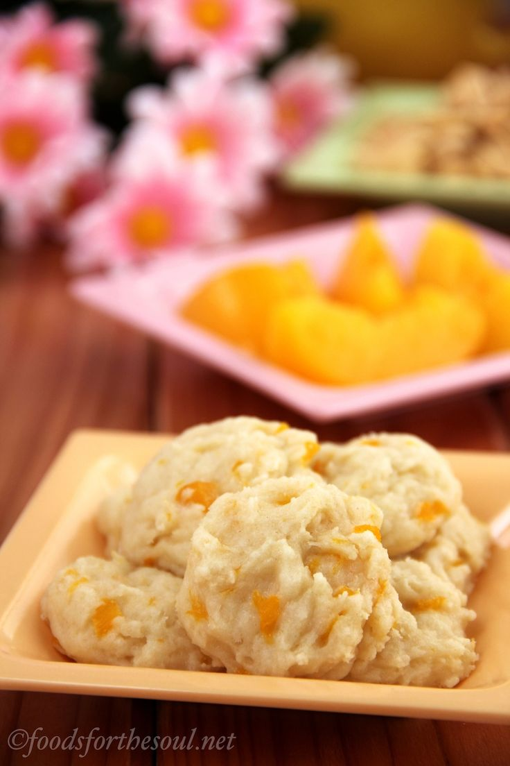 Peach Cobbler Cookies. Everything you love about the traditional dessert, but no fork necessary!